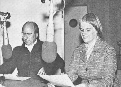 Claude kaj Andrée Gacond prelegantaj ĉe Svisa Radio Internacia en 1979
